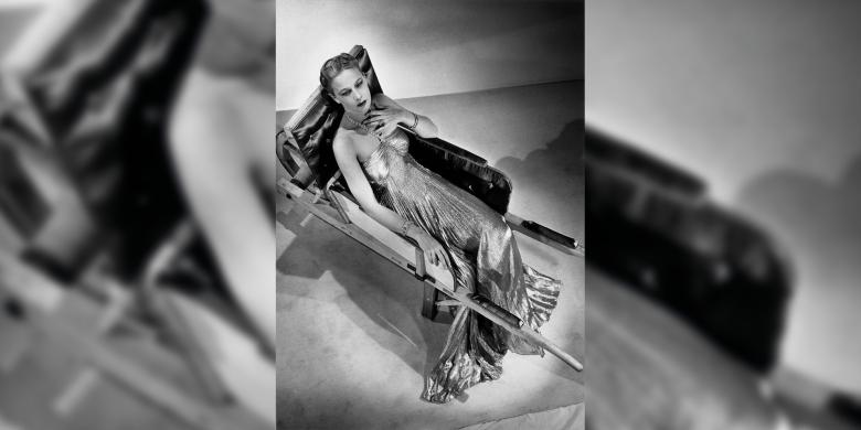 Man Ray, Modèle dans une robe de Madeleine Vionnet dans une brouette d'Oscar Dominguez, photo